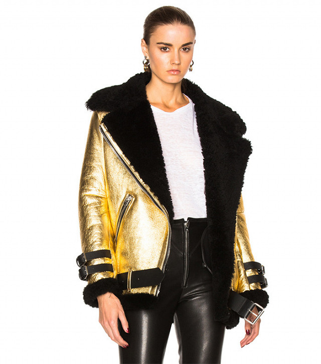 cf4409ac2cfa Kendall Jenner Is a Major Fan of This Winter Trend - Cheap Casual ...