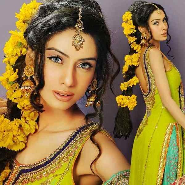 12 Simple Hairstyles For Mehndi Function005