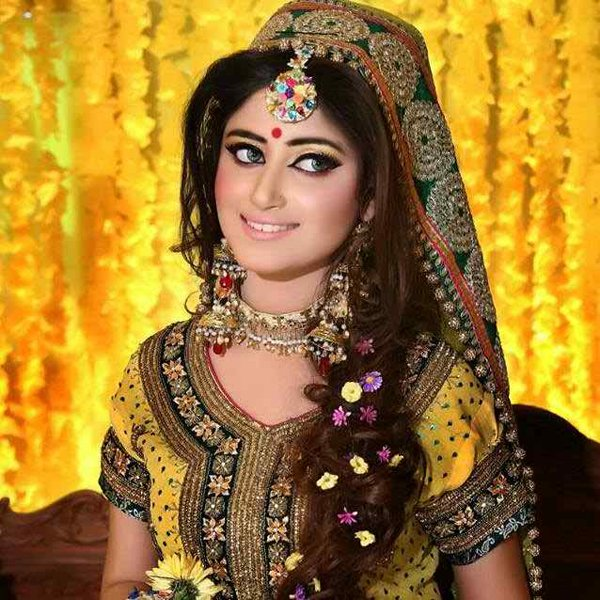 12 Simple Hairstyles For Mehndi Function008