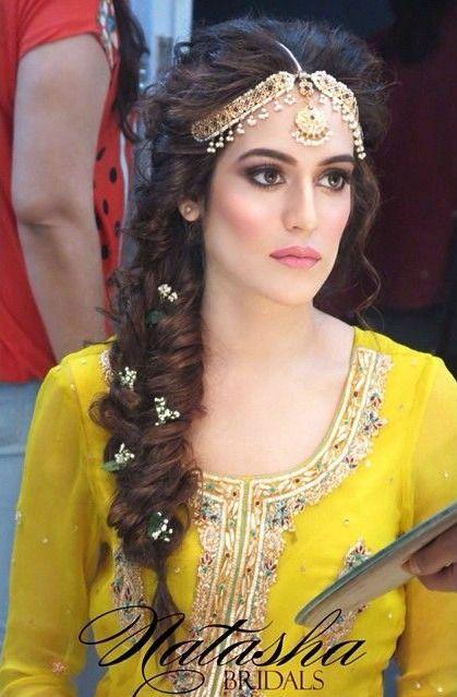 cute Bridal Mehndi Hairstyles (11)