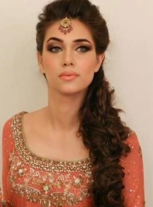 cute Bridal Mehndi Hairstyles (10)
