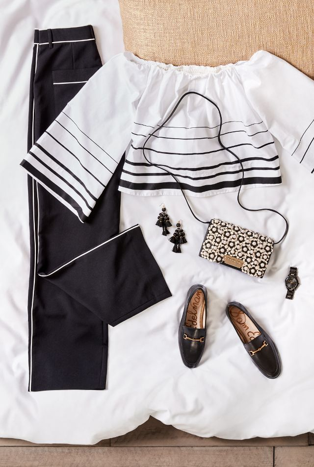 Fashion girls have always been obsessed with wearing black and white, whether that means mixing them together or going for a single-tone look. It's probably because basic pieces in neutral...