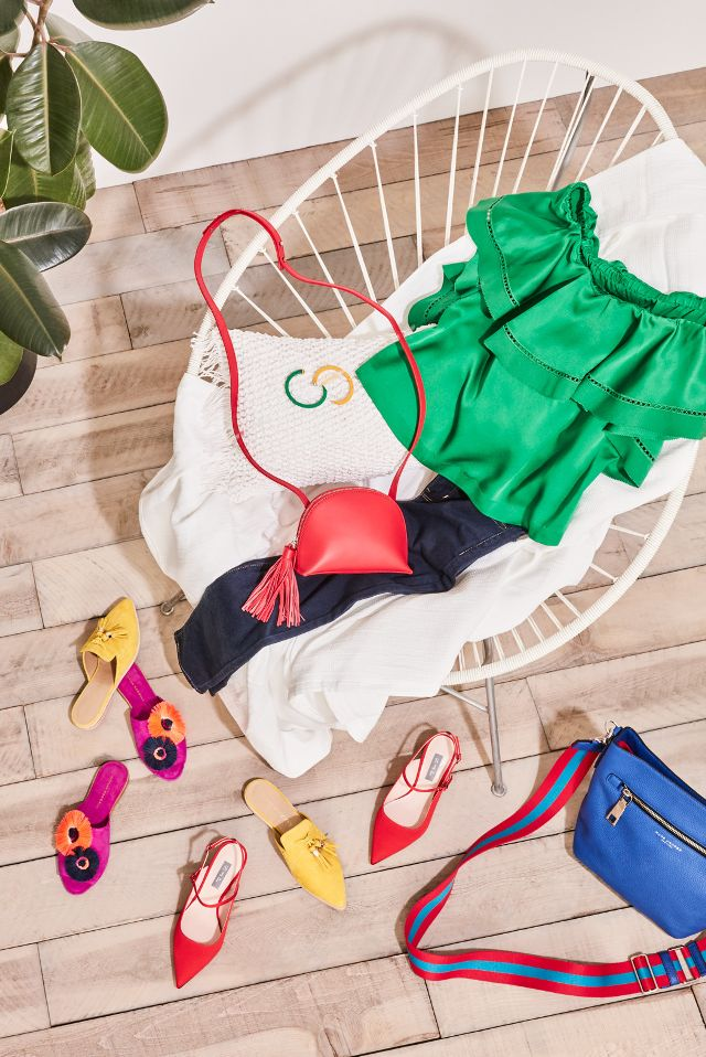 Mixing bold and bright colors togetheris definitely not a new trend, but it's back with a vengeance and feeling particularly fashion forward. While it once pertained to bright pieces strictly...