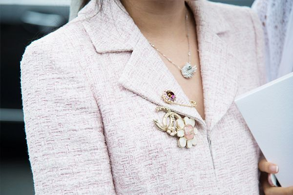 how to style a statement brooch