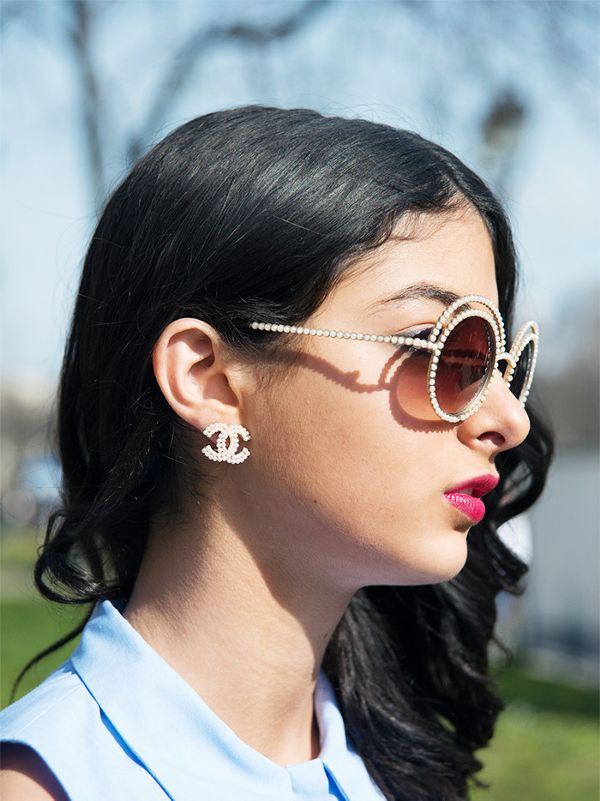 how to wear logo earrings