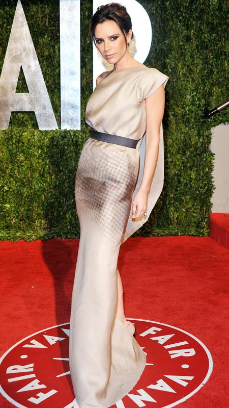Victoria Beckham arrives at the 2010 Vanity Fair Oscar Party