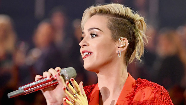 We Can T Stop Staring At Katy Perry S Breakover Pixie Cut
