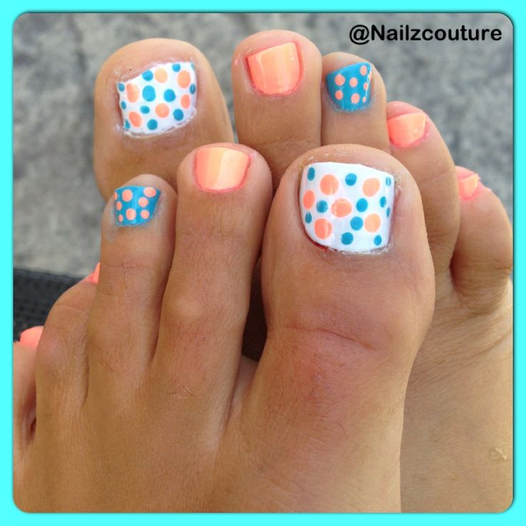 Dotted toe nail at