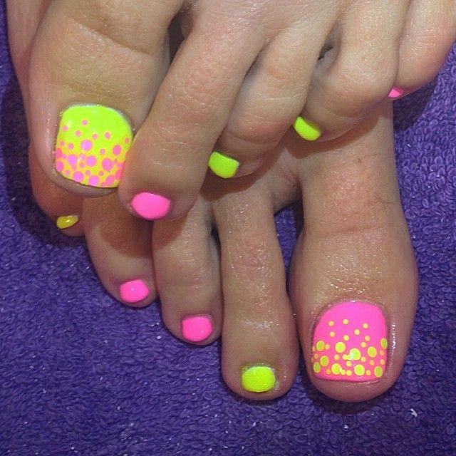 Funky toe nails print