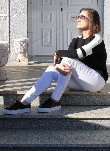 23 Cute Outfits To Wear With Sneakers for Girls This Season